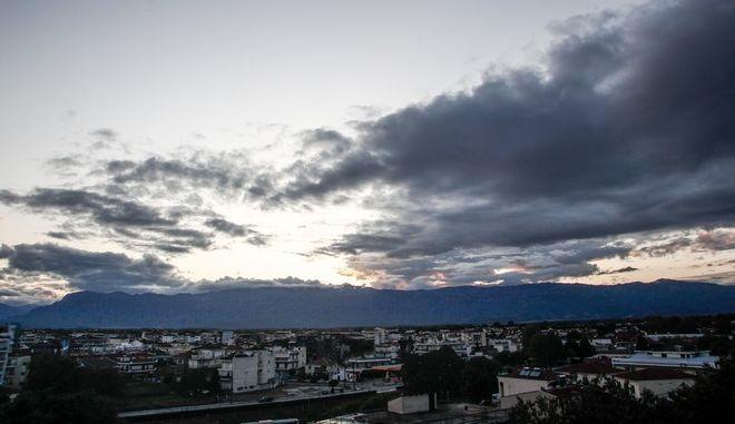 Σύννεφα πάνω από την πόλη των Τρικάλων