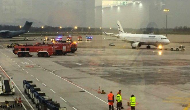 Αυτοκίνητο... κυνηγούσε πτήση της Aegean στο αεροδρόμιο του Ανόβερου