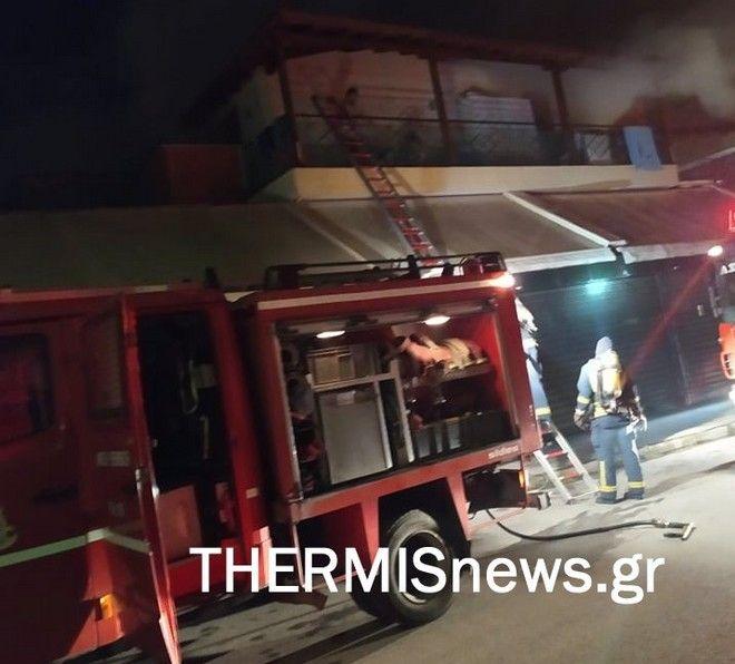 Νέα Ραιδεστός: Φωτιά σε σούπερ μάρκετ - Απεγκλωβίστηκε οικογένεια με βρέφος