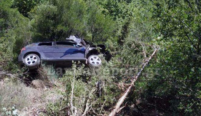 Απίστευτο: 90χρονος έπεσε με το αμάξι σε αυτό τον γκρεμό, εκτοξεύτηκε και σώθηκε