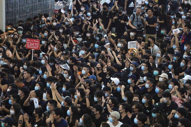 Χονγκ Κονγκ, διαδηλωτές στο αεροδρόμιο της πόλης