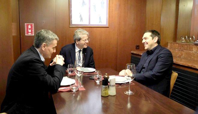 Συνάντηση του Προέδρου του ΣΥΡΙΖΑ, Αλέξη Τσίπρα, με τον Επίτροπο Οικονομίας της Ε.Ε., Πάολο Τζεντιλόνι, Πέμπτη 6 Φεβρουαρίου 2020. (EUROKINISSI/ ΓΡΑΦΕΙΟ ΤΥΠΟΥ ΣΥΡΙΖΑ)