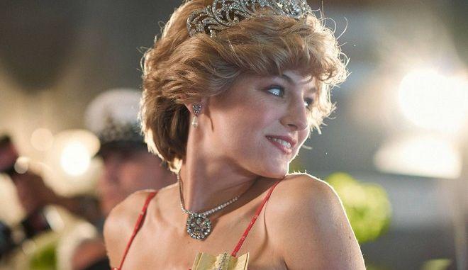 Η Έμμα Κόριν ως Πριγκίπισσα Νταϊάνα στο The Crown