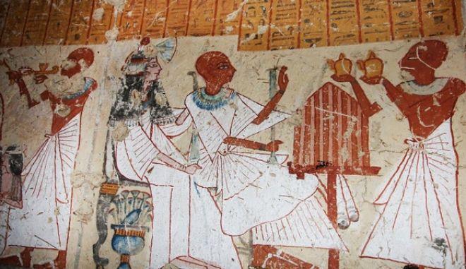 Οι αρχαίοι Αιγύπτιοι τα έτσουζαν. Με μπύρα...