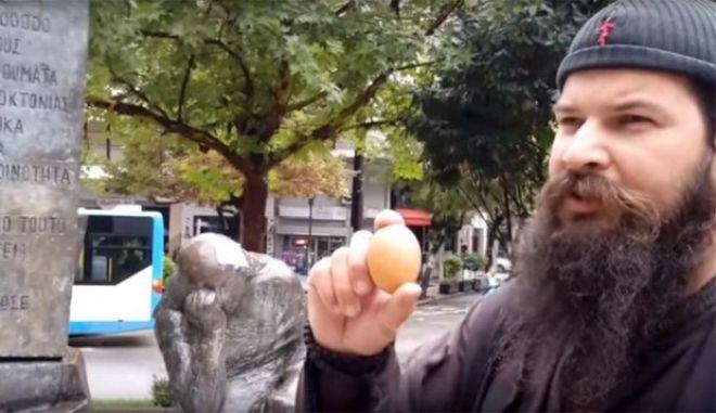 Αθλιότητα από τον Κλεομένη: Βανδάλισε το μνημείο του Ολοκαυτώματος στη Λάρισα