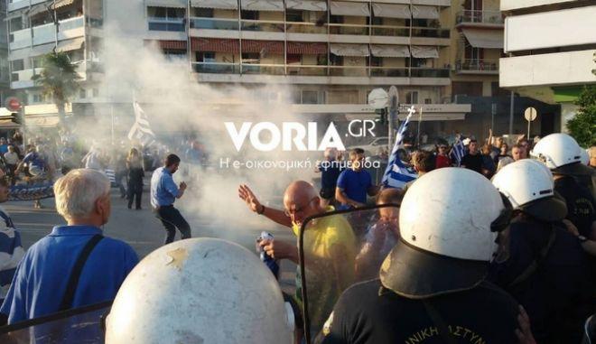 Θεσσαλονίκη: Ένταση και χημικά στην πορεία για την Μακεδονία