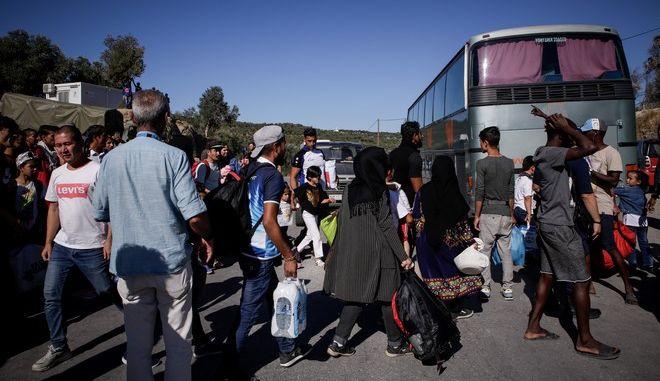 Μεταφορά προσφύγων και μεταναστών από τη Λέσβο