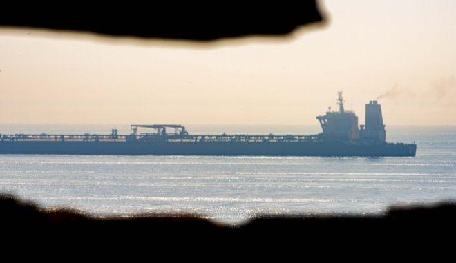 Το ιρανικό δεξαμενόπλοιο, που κρατούνταν στο Γιβραλτάρ, κατευθύνεται προς την Ελλάδα
