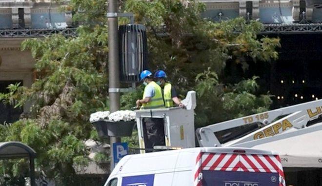 """Ομόνοια: Μπήκαν μηχανήματα καθαρισμού αέρα - """"Ισοδυναμούν"""" με 30 δέντρα;"""
