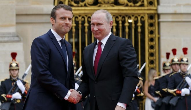 Ευχές Μακρόν σε Πούτιν και καρφιά για την Αφρίν