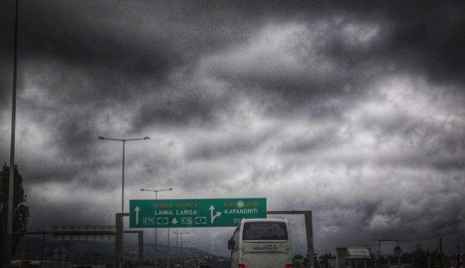 Βροχή στην εθνική οδό Αθηνών - Λαμίας στο ύψος της Μαλακάσας, το Σάββατο 16 Ιουνίου 2018