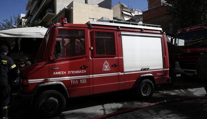 Πυροσβεστικό όχημα στο Παγκράτι
