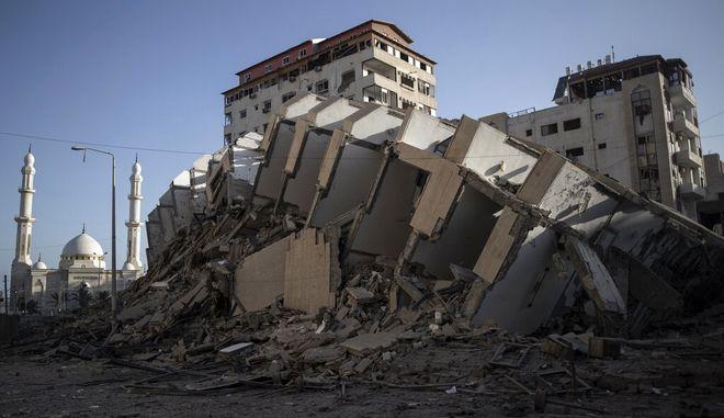 O,τι απέμεινε από ένα κτίριο που βομβάρδισαν οι Ισραηλινοί.