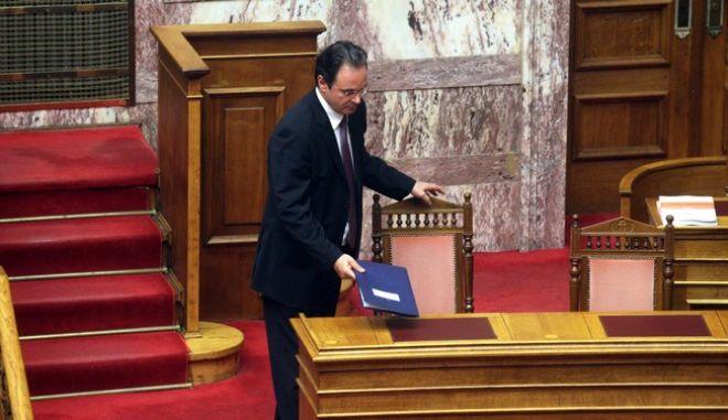 Ο πρώην υπουργός Γιώργος Παπακωνσταντίνου στην ομιλία του κατα τη διάρκεια της συζήτησης για την παραπομπή του  για δύο κακουργήματα και ένα πλημμέλημα για την υπόθεση της λίστας Λαγκάρντ την Δευτέρα 15 Ιουλίου 2013. (EUROKINISSI)