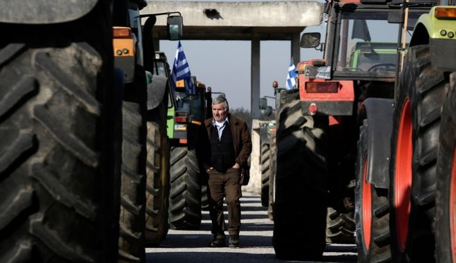 Farmers place their tractors on the side of the national road before the customs office of Evzones protesting about hikes in taxes, gas prices and social security contributions threatening to close down the customs office at Greek - FYROM border in Kilkis, Greece on January 28, 2017. /                   ,        , , 28 , 2017.