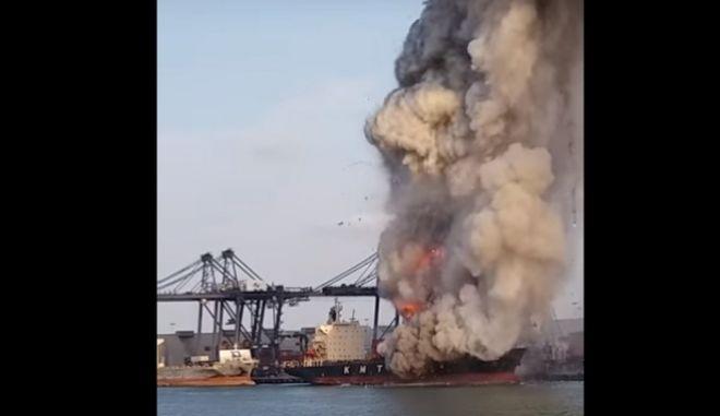 Φωτιά σε πλοίο με χημικά στην Ταϊλάνδη - Πάνω από 130 άνθρωποι στο νοσοκομείο