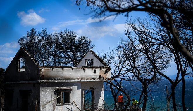 Στιγμιότυπο από το Μάτι Αττικής μετά τη φονική πυρκαγιά