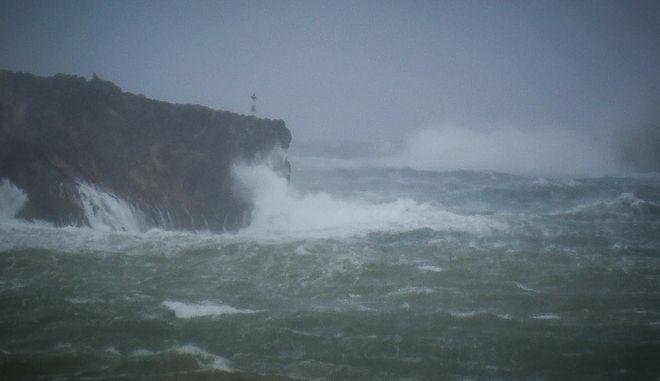 Θυελλώδεις άνεμοι σαρώνουν το λιμάνι των Κυθήρων