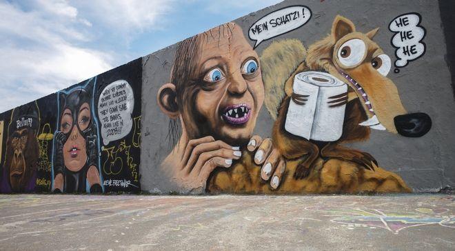 Γκράφιτι απεικονίζει το γκόλουμ να ψάχνει χαρτί υγείας