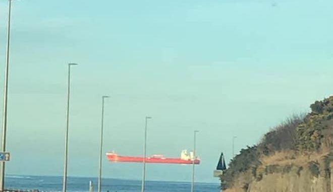 """Η αλήθεια για το """"ιπτάμενο"""" πλοίο - Τι πραγματικά συμβαίνει"""