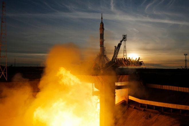 Ο διαστημικός πύραυλος Σογιούζ προσδέθηκε με επιτυχία στον ISS