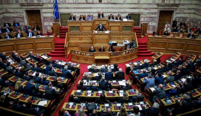 Ο πρωθυπουργός στην Ολομέλεια της Βουλής, πριν την ψήφιση της Συμφωνίας των Πρεσπών