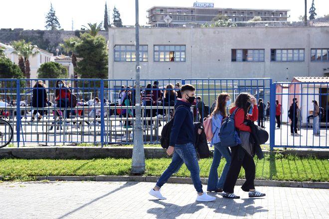 Άνοιγμα σχολείων: Επιστροφή μαθητών στα Λύκεια με self tests και μέτρα προστασίας