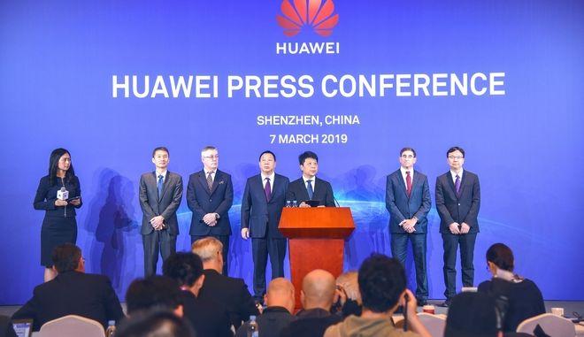 H Huawei στην αντεπίθεση: Προσφεύγει δικαστικά κατά της κυβέρνησης των ΗΠΑ