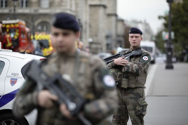 Παρίσι, Επίθεση στο αρχηγείο της αστυνομίας