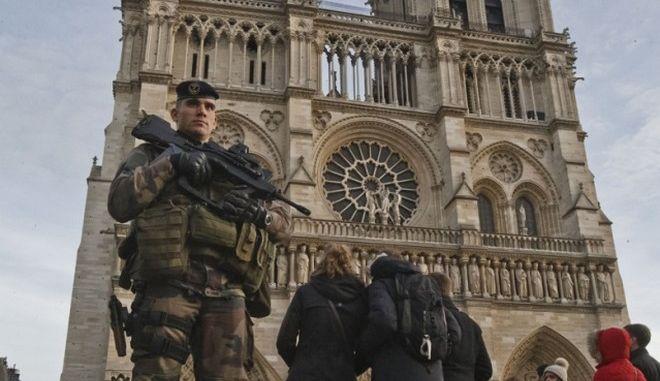 Μειωμένες οι κρατήσεις στο Παρίσι για τη Πρωτοχρονιά