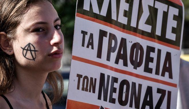 """Στιγμιότυπο από αντιφασιστική συγκέντρωση έξω από το Εφετείο για την δίκη της """"Χρυσής Αυγής"""""""