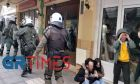 Θεσσαλονίκη: Αστυνομικοί ρίχνουν αγκωνιά στο πρόσωπο και κλωτσούν άνδρα