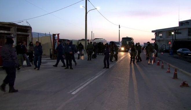 Επανοπρώθηση προσφύγων και μεταναστών από το λιμάνι της Χϊου με κατεύθυνση το λιμάνι του Δικελί στην Τουρκία βάσει της συμφωνίας που επετεύχθη μεταξύ ΕΕ και Τουρκίας, την Δευτέρα 4 Απριλίου 2016. (EUROKINISSI)