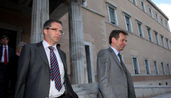 12-5-2011-ΑΘΗΝΑ-ΒΟΥΛΗ-Στην Επιτροπή Οικονομικών Υποθέσεων η Τρόικα// ΚΛΑΟΥΣ ΜΑΖΟΥΧ (ΕΚΤ) - ΠΟΟΥΛ ΤΟΜΣΕΝ (ΔΝΤ).(EUROKINISSI-ΓΙΑΝΝΗΣ ΠΑΝΑΓΟΠΟΥΛΟΣ)