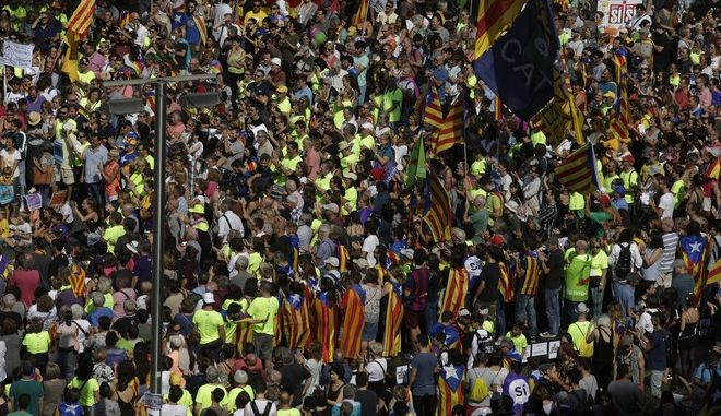 Demonstrators pack on of the main squares in Barcelona, Spain, Sunday, Sept. 24, 2017. Thousands of Catalan separatists are rallying in public squares in Barcelona and other towns in support of a disputed referendum on independence of the northeastern region from Spain. Many are carrying pro-independence flags and signs calling for the Oct. 1 vote that the Spanish government calls illegal and has pledged to stop. (AP Photo/Manu Fernandez)