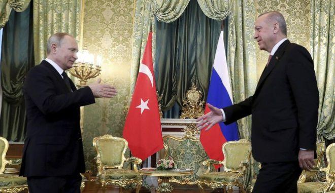 Οι πρόεδροι Ρωσίας και Τουρκίας Βλαντίμιρ Πούτιν και Ρετζέπ Ταγίπ Ερντογάν αντίστοιχα σε συνάντηση στη Μόσχα τον Απρίλιο του 2019