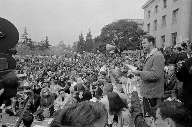 O Μάριο Σάβιο μιλάει σε συγκέντρωση του κινήματος για την Ελευθερία του Λόγου