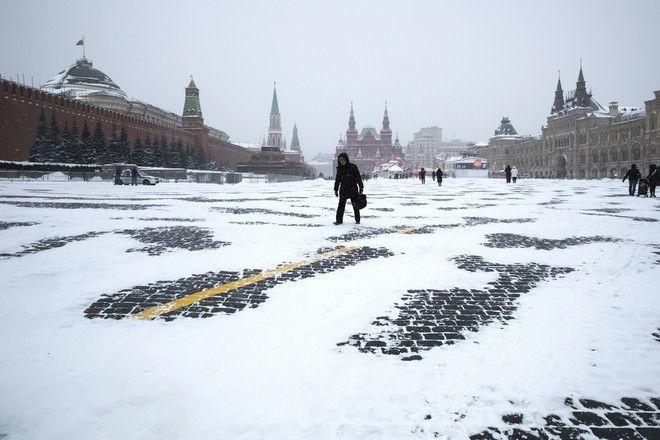 Σφοδρή χιονόπτωση στη Μόσχα