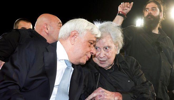 Οι Προκόπης Παυλόπουλος και Μίκης Θεοδωράκης σε εκδήλωση στο Καλλιμάρμαρο τον Ιούνιο του 2017