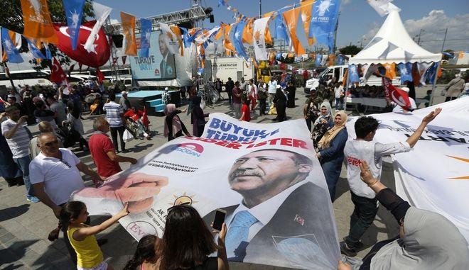 Σε κινούμενη άμμο οι τουρκικές εκλογές