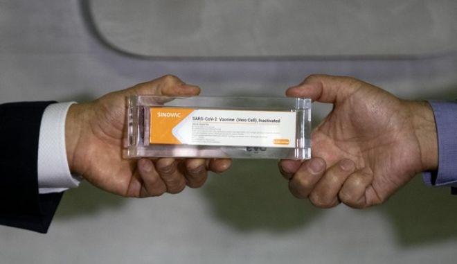 Ο κυβερνήτης του Σαν Πάολο παραλαμβάνει κινέζικο εμβόλιο κατά του κορονοϊού