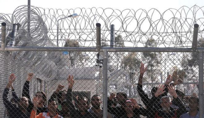 Δολώνουν δισεκατομμύρια για να πιάσουν φυλακές