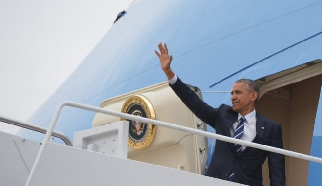 US President Barack Obama makes waves from the steps of Air Force One prior to departure from Andrews Air Force Base in Maryland on April 15, 2015. Obama is heading to Charlotte, North Carolina for a town hall meeting on working families. AFP PHOTO/MANDEL NGAN        (Photo credit should read MANDEL NGAN/AFP/Getty Images)