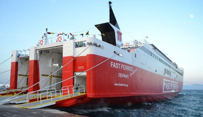 Βλάβη πλοίου ανοιχτά της Καρύστου - Επέστρεψε στην Ραφήνα