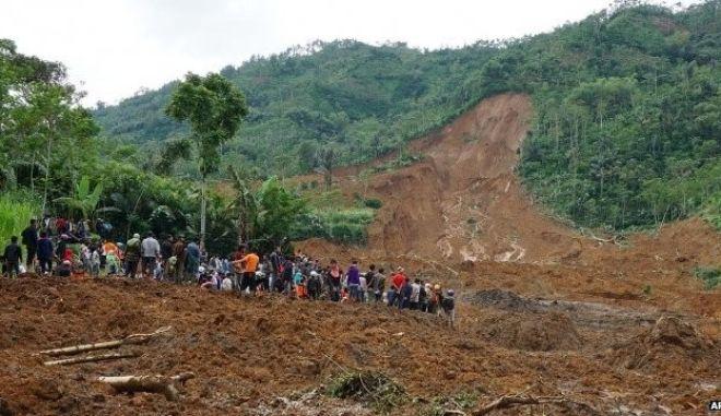 Ινδονησία: 24 νεκροί από την κατολίσθηση που κατέστρεψε ένα χωριό