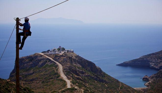 Πως φτάνει το ίντερνετ και τηλεφωνία ακόμη και στο πιο μακρινό ελληνικό νησί;