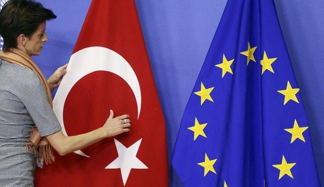 Μετά την εκπλήρωση των κριτηρίων η κατάργηση βίζας για τους Τούρκους