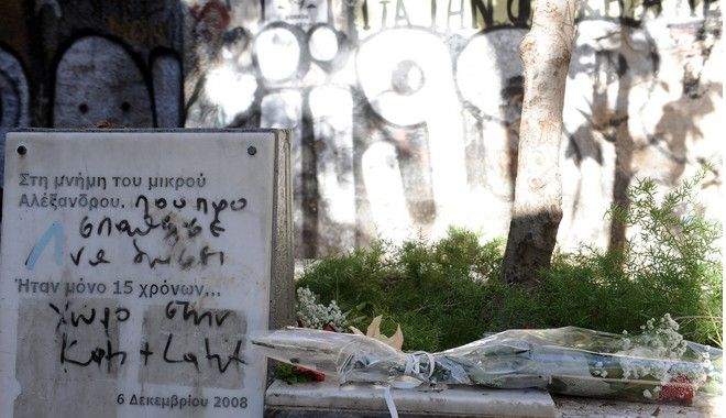 Πεδίο μάχης τα Εξάρχεια, μετά την πορεία για τον Αλέξη Γρηγορόπουλο