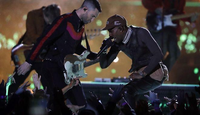 Adam Levine και Travis Scott στο Super Bowl