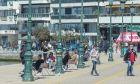 Κορονοϊός-Θεσσαλονίκη: Γεμάτη κόσμο η παραλία παρά τα αυστηρά μέτρα